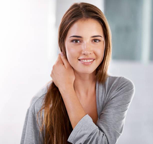 ich möchte mein lächeln zu atemberaubenden! - feminine badezimmer stock-fotos und bilder