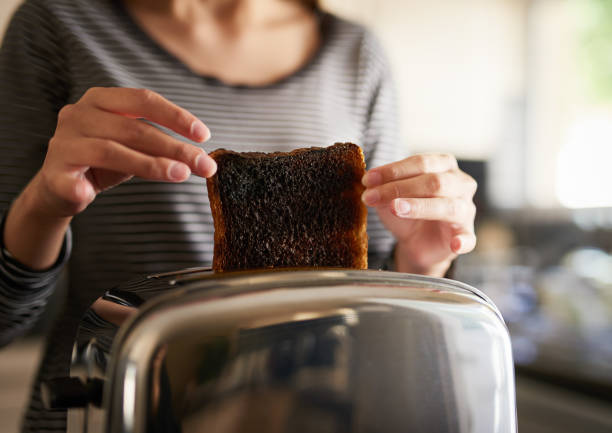 i wanted it brown not not burned - fail cooking imagens e fotografias de stock