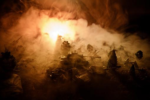 War Concept Military Silhouettes Fighting Scene On War Fog Sky Background World War Soldiers Silhouettes Below Cloudy Skyline At Night Attack Scene Selective Focus Tanks Battle Decoration - zdjęcia stockowe i więcej obrazów Amunicja