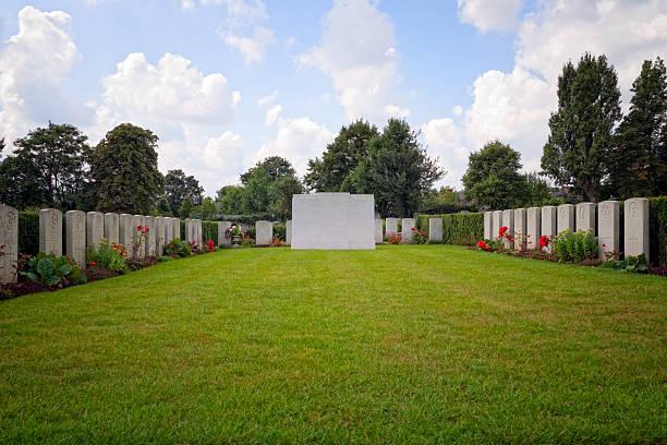 krieg graves in einer stadt cemetery - beckenham town stock-fotos und bilder