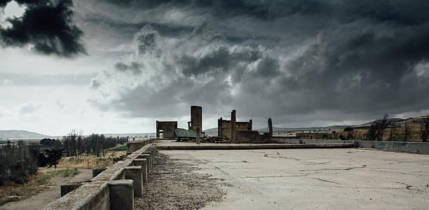 戦争の風景 - 遺跡 ストックフォトと画像