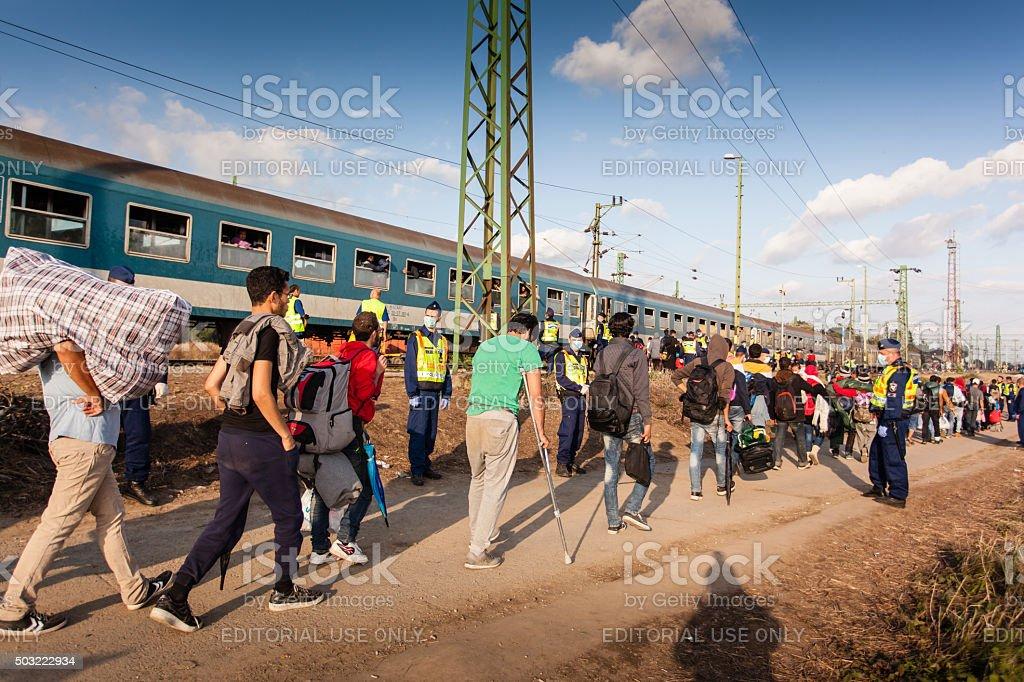 Kriegsflüchtlinge im Gyekenyes Railway Station Lizenzfreies stock-foto