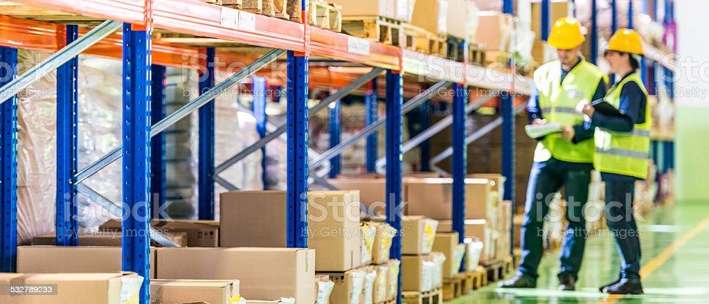 Warehouse Mitarbeiter arbeiten – Foto