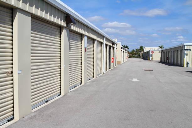 Les unités de stockage dans un entrepôt de magasin en libre service - Photo