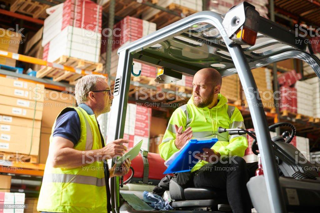 trabajo en equipo del almacén - Foto de stock de 30-39 años libre de derechos