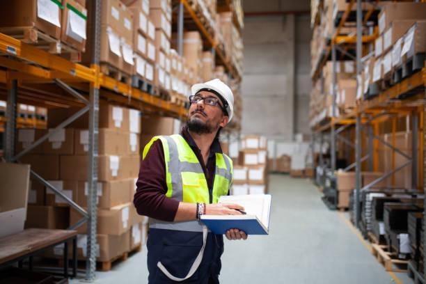 magazijn medewerker - warehouse worker stockfoto's en -beelden