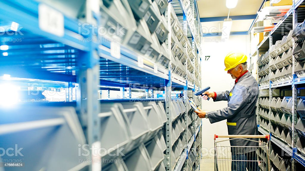 warehouse  worker scanning   with bar code reade​​​ foto