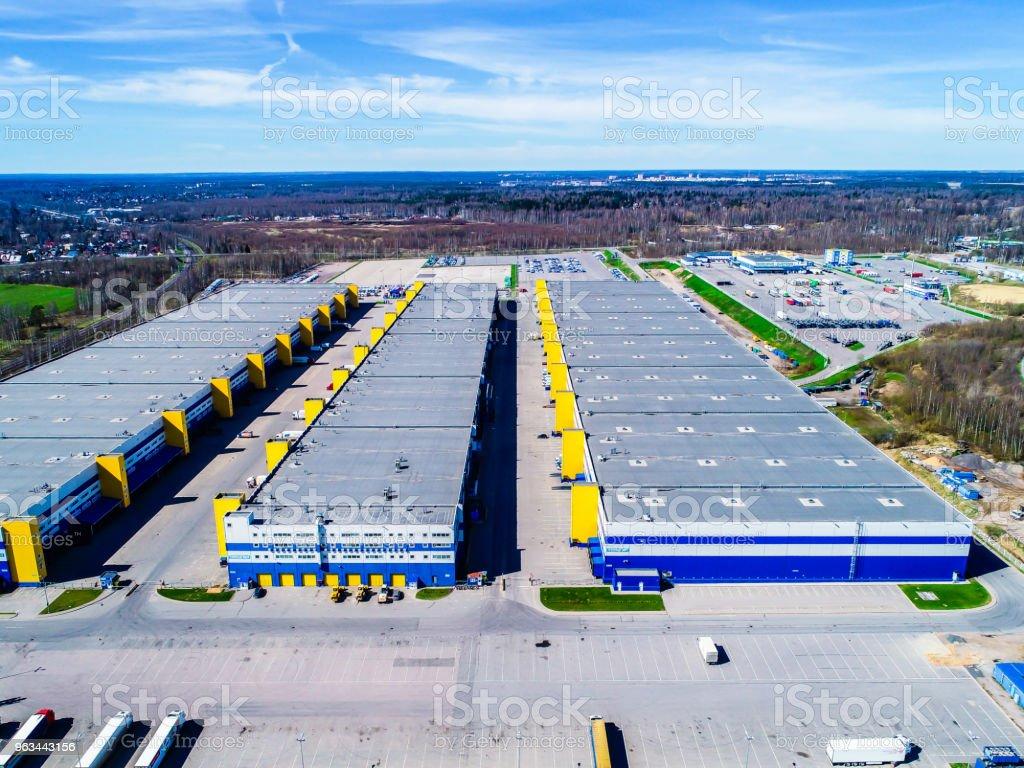 hangarlar bölgesi sanayi kenti ulaşım depolar - Royalty-free Araba - Motorlu Taşıt Stok görsel