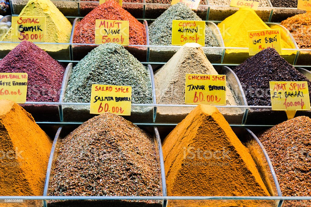 wares in the spice market in Istanbul photo libre de droits