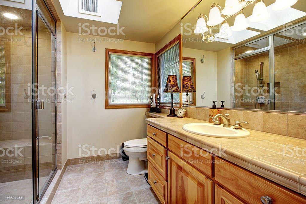 Gemütliche Badezimmer Mit Fenster Stockfoto und mehr Bilder von ...