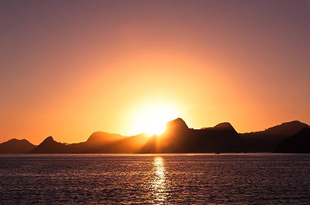 Warme Rio de Janeiro bei Sonnenaufgang – Foto