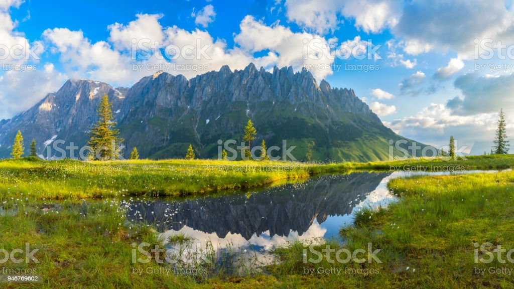 Warmen Sommermorgen am Mount Hochkönig, Europäische Alpen - Panorama XXL – Foto
