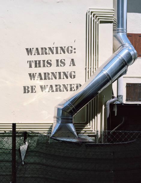 warnung - sicherheitsironie - bedeutungsvolle zitate stock-fotos und bilder