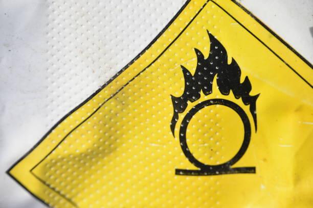 Sinal de aviso perigoso gás inflamável, - foto de acervo