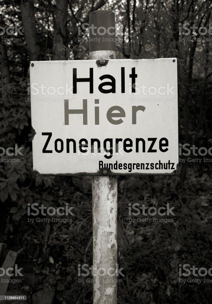 Warnschild an der ehemaligen innerdeutschen Grenze – Foto