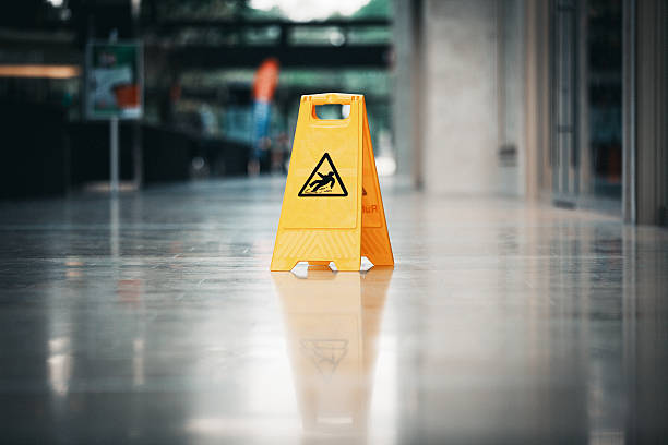 warning sign slippery - glad stockfoto's en -beelden