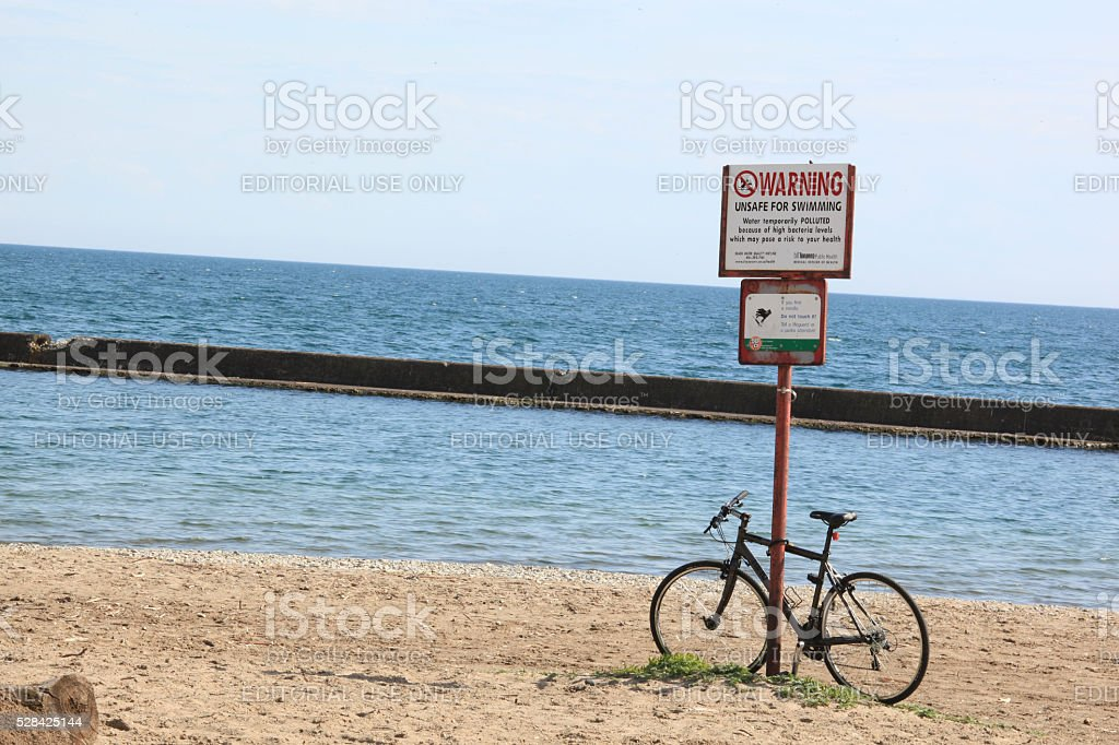 warning sign with bicycle - Royalty-free Beach Stock Photo
