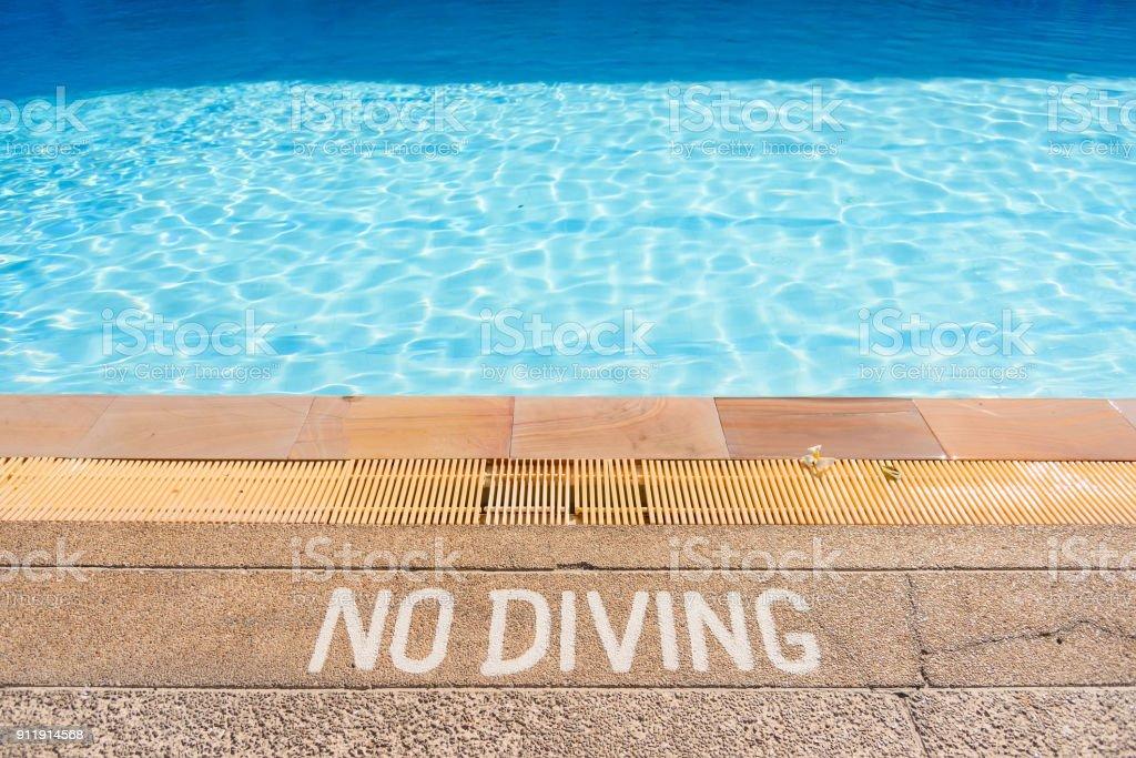 Warnzeichen in den Pool Tauchen zu verbieten. – Foto