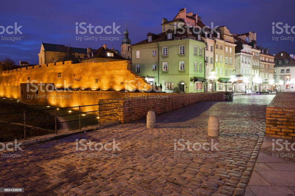 Skyline de la ville vieille de Varsovie par nuit en Pologne - Photo de Appartement libre de droits