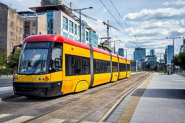 tram di varsavia, polonia - linea tranviaria foto e immagini stock