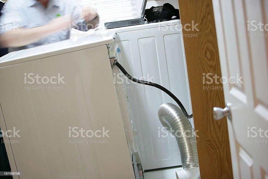 Waschmaschine und trockner reparatur in motion stockfoto istock