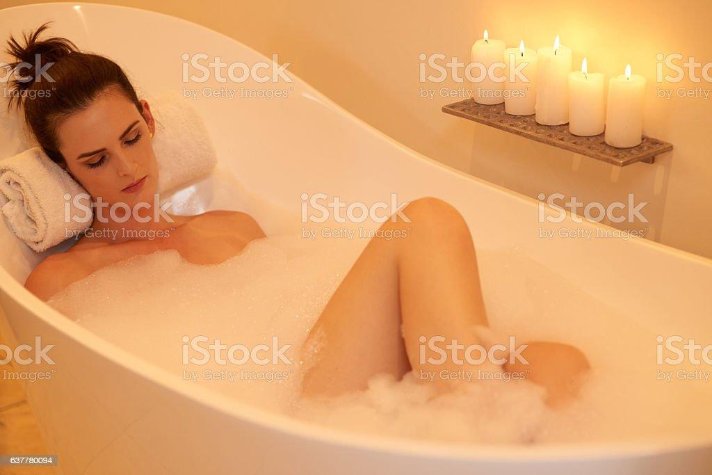 Washing away all her stress – Foto
