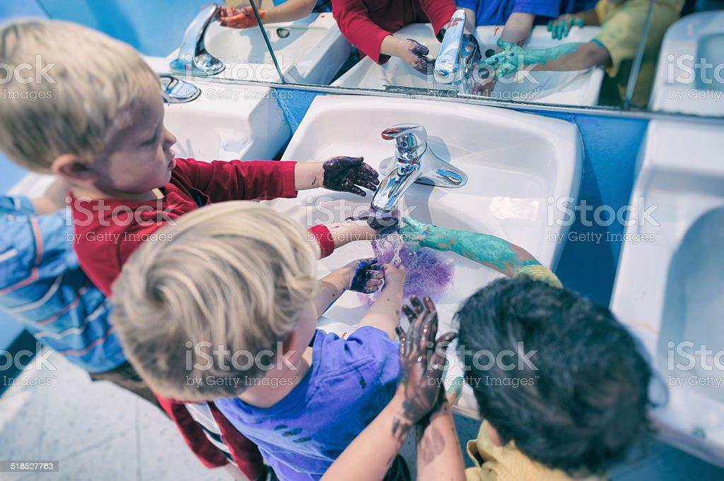 Hände waschen zusammen – Foto