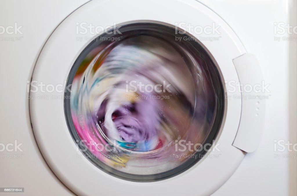 Waschmaschine Tür mit umlaufendem Kleidungsstücke im - Lizenzfrei Abstrakt Stock-Foto