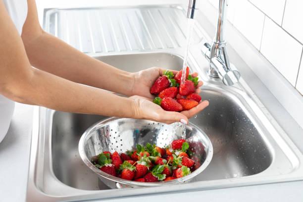 Erdbeere waschen – Foto