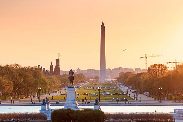 washington, dc, mit blick auf die stadt von einer orange sunset, washington - lincoln united stock-fotos und bilder