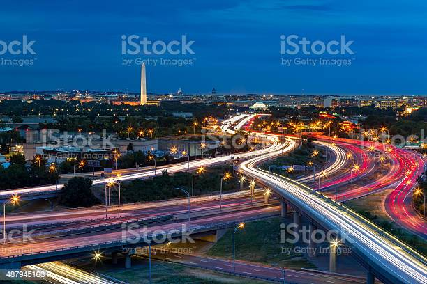 Washington dc cityscape at dusk picture id487945168?b=1&k=6&m=487945168&s=612x612&h=vu4kugaeajl1sgphl 5wgdszamwd94og6pyikrn9hsi=