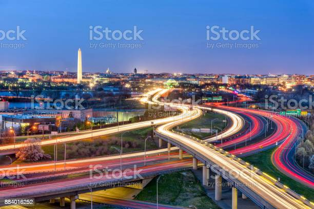 Washington dc skyline picture id884016252?b=1&k=6&m=884016252&s=612x612&h=jbrcqryjyb mvsolu 0jfqqbe0p99kqln0yurjukbli=