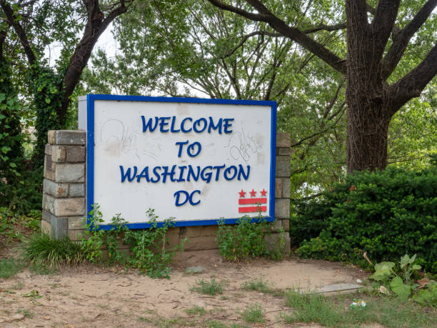 washington dc welcome sign sitting arlington and georgetown - place sign stock pictures, royalty-free photos & images