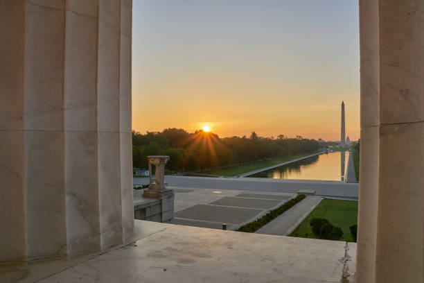 Washington Monument as Seen from the Lincoln Memorial at Sunrise in Washington DC Capital of the USA – Foto