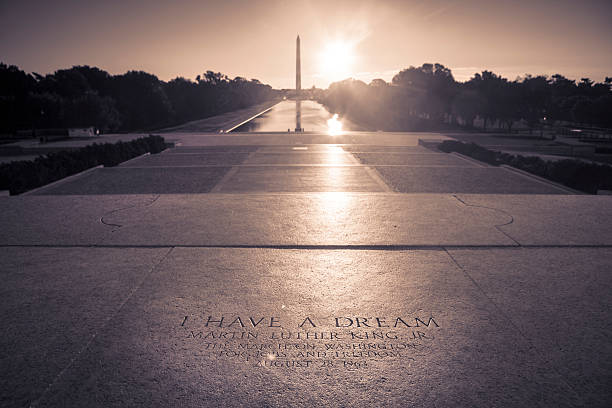 washington monument from the lincoln memorial - martin luther king jr stok fotoğraflar ve resimler
