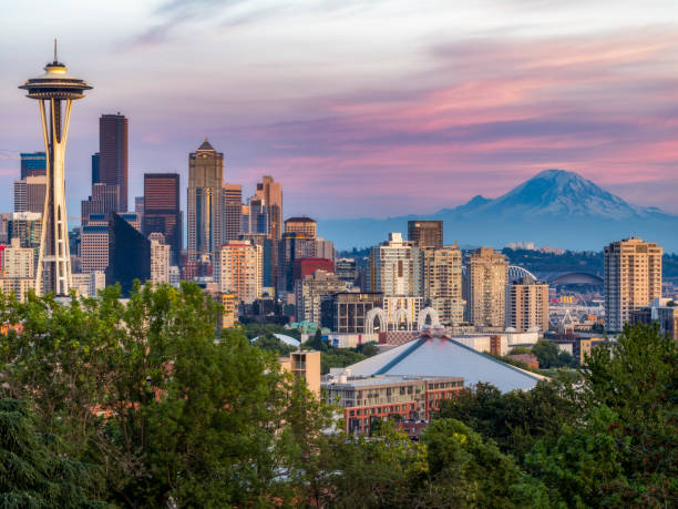 usa, washington state, seattle skyline and mount rainier - seattle стоковые фото и изображения