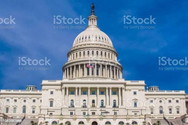 Washington the white house the symbol of america picture id1082582968?b=1&k=6&m=1082582968&s=612x612&h=b8zbvd6xlzmoqwkanffa2yoa4qlfiqicyfmzd9t1mmm=