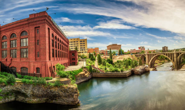 Washington Water Power building and the Monroe Street Bridge in Spokane Wide-angle view of Washington Water Power building and the Monroe Street Bridge along the Spokane river, in Spokane, Washington. washington state stock pictures, royalty-free photos & images