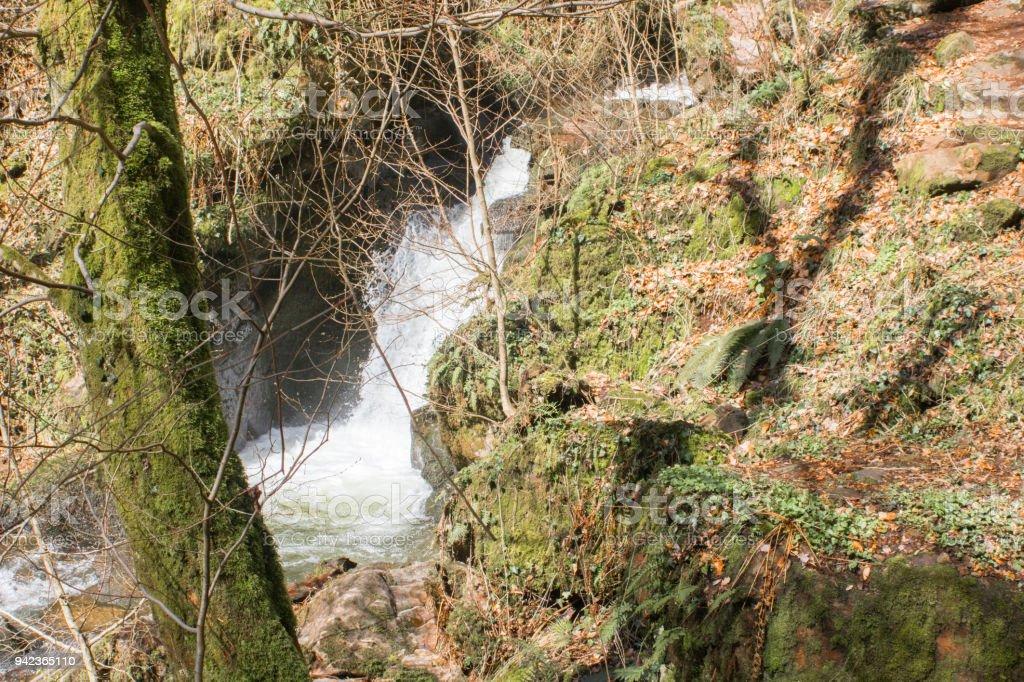Wasserfall im Gebirgsbach stock photo