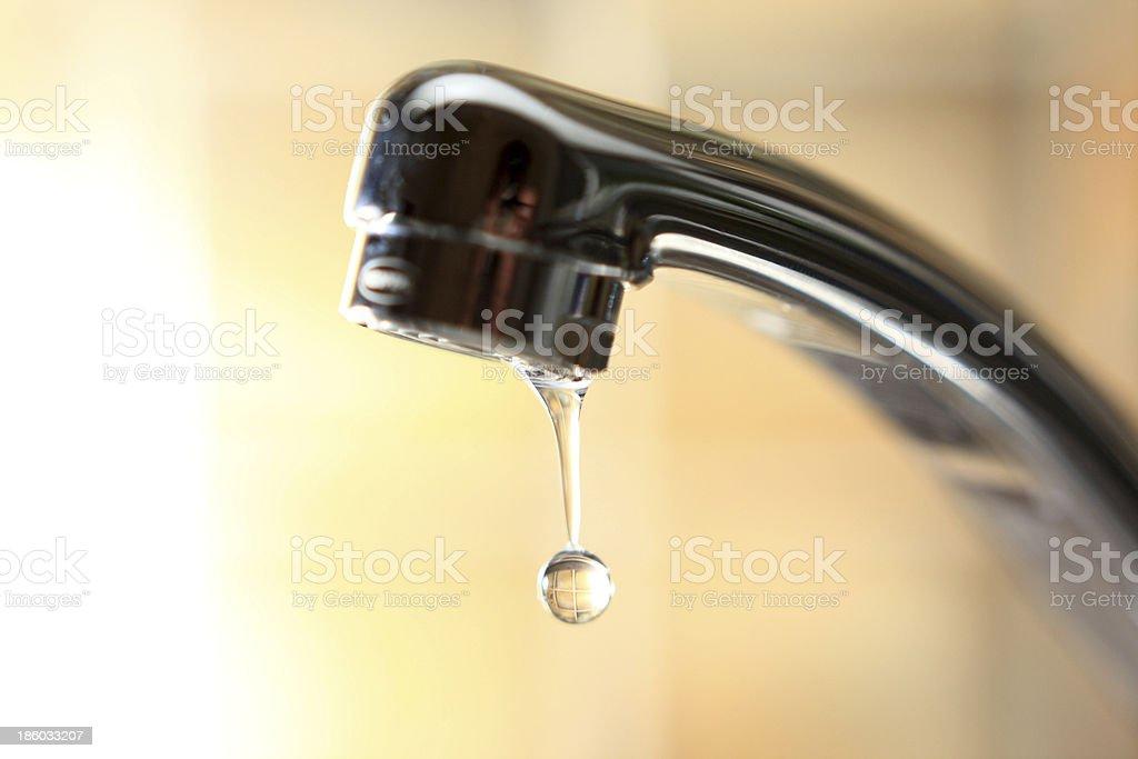 Wasserhahn tropfend stock photo