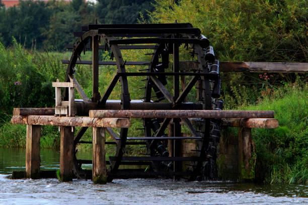 wasserrad    water wheel Ein Wasserrad an der Regnitz. A water wheel and the river Regnitz. erlangen stock pictures, royalty-free photos & images