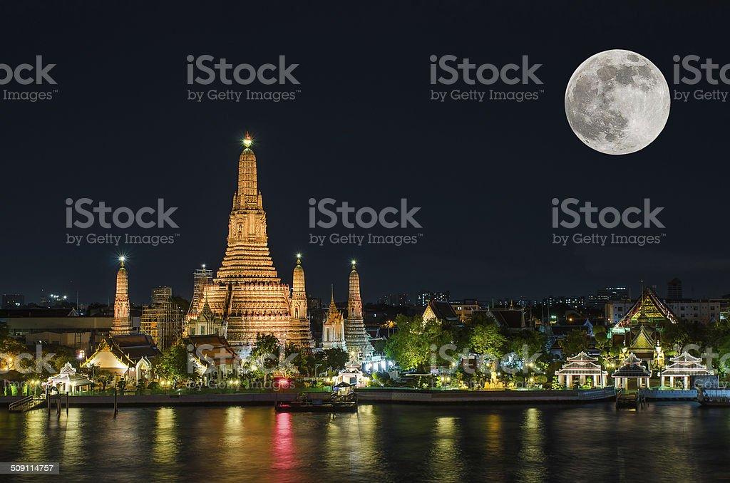 Wat arun in night with super full moon stock photo