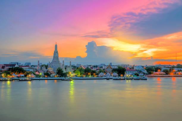 Wat Arun Ratchawaram Ratchaworamawihan , Bankok , Tailandia - foto de stock
