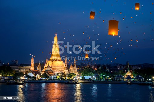istock Wat Arun temple on night in Bangkok city with yeepeng float lantern 917991204
