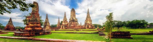 wat chaiwatthanaram is ancient buddhist temple, famous and major tourist attraction religious of ayutthaya historical park in phra nakhon si ayutthaya province, thailand - sukhothai - fotografias e filmes do acervo
