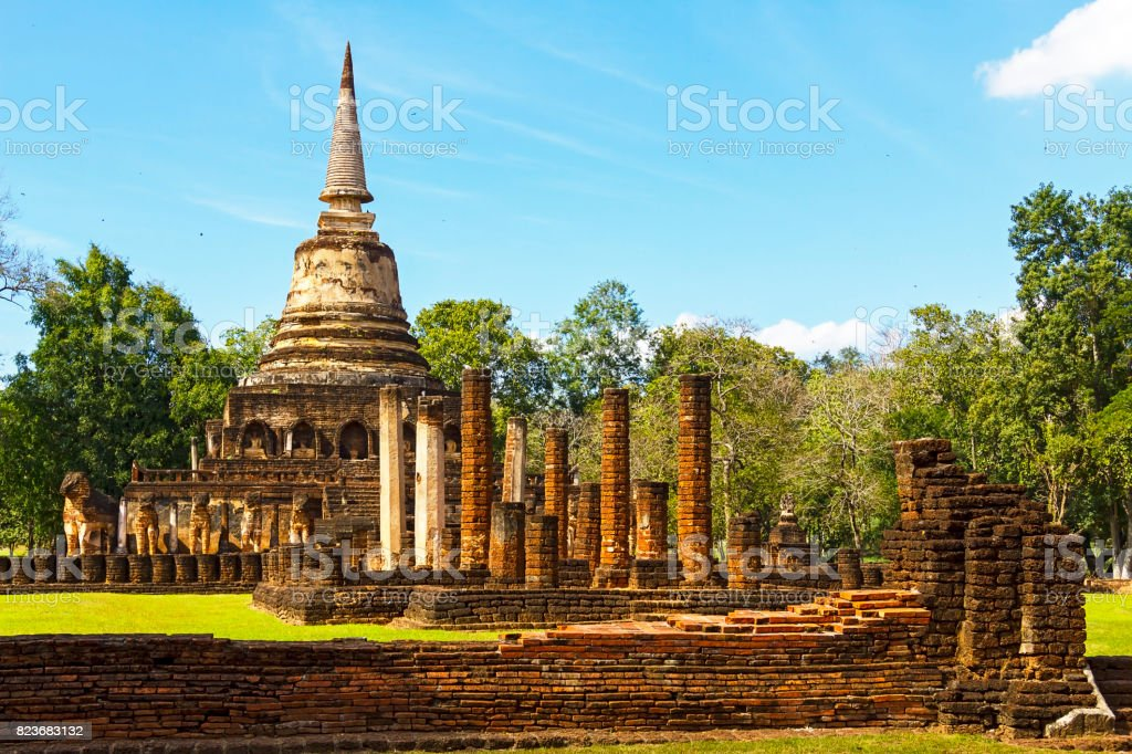 Wat Chang Lom temple and ancient architecture stock photo