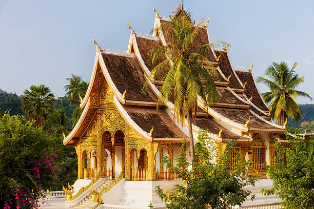 wat ho pha bang-buddhistischen tempel in luang prabang - laos stock-fotos und bilder