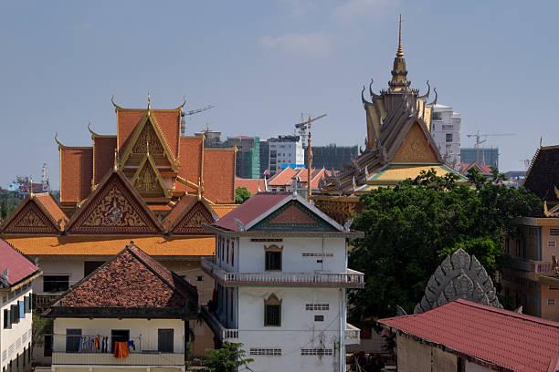 Wat Langka and skyline Wat Langka, Phnom Penh, Cambodia apostrophe stock pictures, royalty-free photos & images