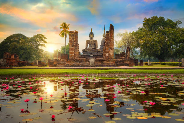 wat mahathat temple in the precinct of sukhothai historical park, a unesco world heritage site in thailand - tayland stok fotoğraflar ve resimler