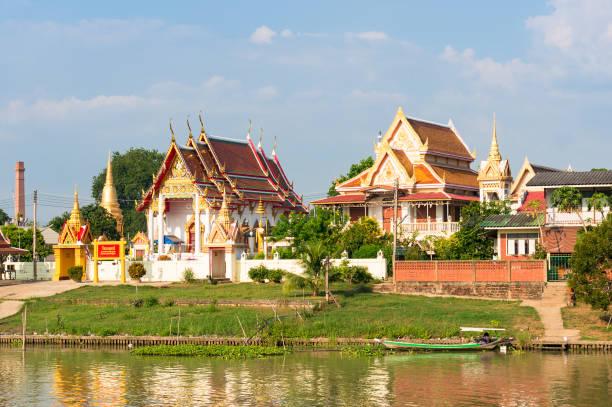 Temple bouddhiste de Wat Mondop rive du fleuve Chao Phraya - Photo